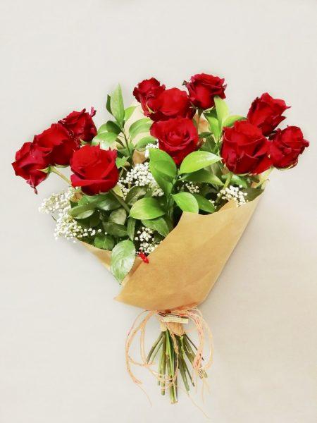 Regalar doce rosas rojas, enviar por correo en Madrid ramo de rosas