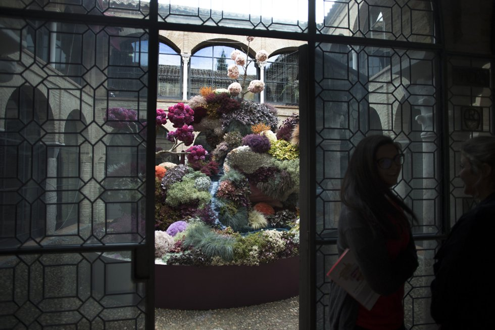 Obra 'Mi propio Nirvana' de la artista española Isabel Marías, presente en el Festival Internacional de las Flores, FLORA, ubicada en el patio del Museo taurino de Córdoba