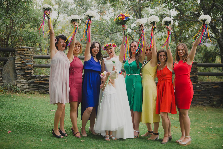 bodas a medida en madrid, flores de colores, flores diferentes, novias
