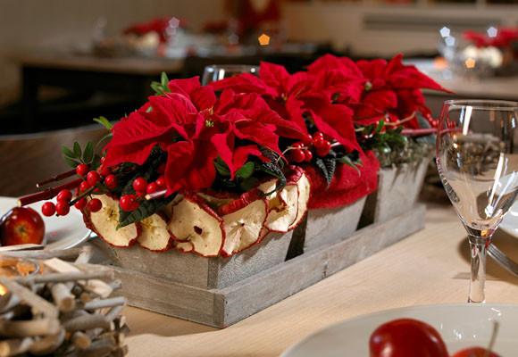 decorar con flores de pascua las cenas de navidad