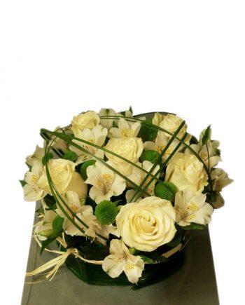 centro-flores-blancas-verde-algodon.jpg