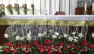 Efimeras-decoraciones-florales-parroquia-pio-x (8)
