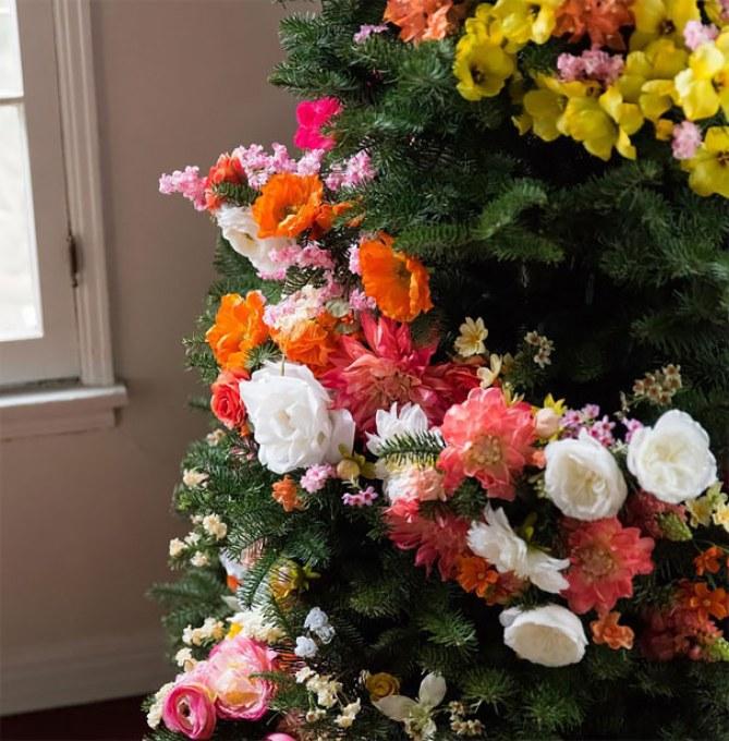 flores para el pino de navidad